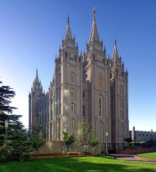 800px-Salt_Lake_Temple,_Utah_-_Sept_2004-2_wiki CC BY 2.5